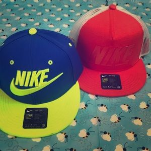 Bundle of 2 youth NIKE caps ✔️